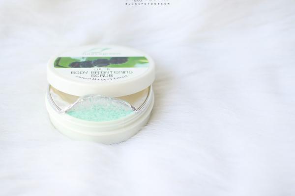 Naavagreen Lulur Body Brightening  Scrub
